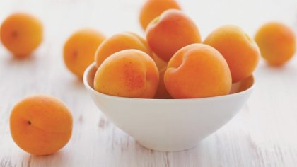 bowl_of_apricots_r620x349